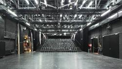 Studiobühne  80 x 140 cm  (Auflösung 150 M Pixel)